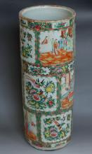 Qing dynasty(1636-1912) Chinese Rose Medallion Umbrella Holder
