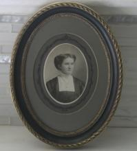 Victorian Era photograph in oval frame with provenance on back