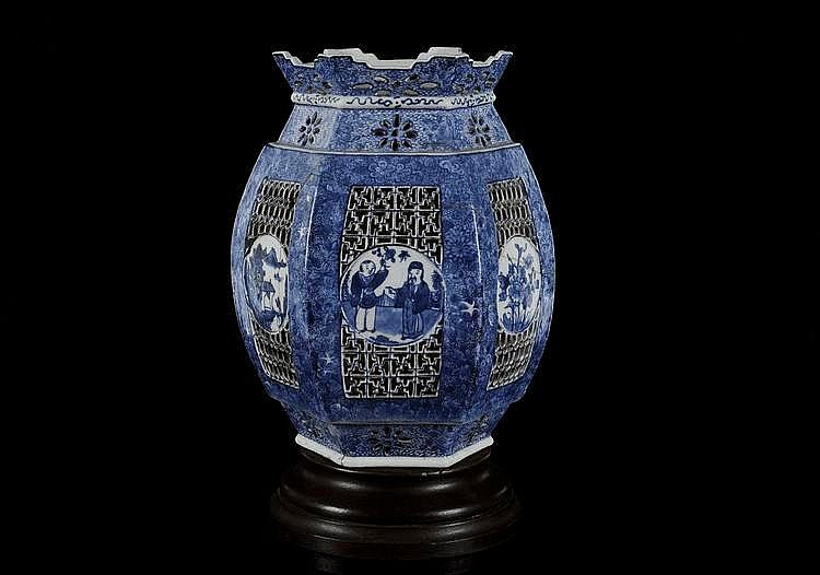 Porseleinen lantaarn met blauw floraal decor en