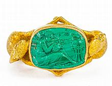 AN UNUSUAL 18CT GOLD AND MALACHITE CAMEO RING