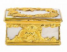 1. A GOLD AND MOTHER OF PEARL BOX, POSSIBLY GERMAN, POSSIBLY 18TH TO 19TH CENTURY