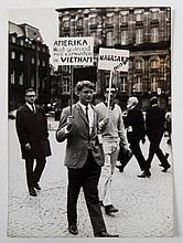 [Provo]  -  Protesten bij het Amsterdamse Lieverdje, 1965. Candid Pix Press Service, Amsterdam, Holland. 7 photos conc. the protests at Het Lieverdje and 2 photos with anti