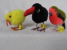 Three Steiff wool animals:- black crow 1508, chick 1506, both with metal fe