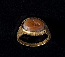 Roman gold and agate finger ring 1st century AD