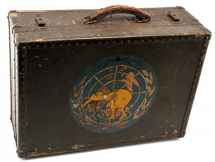 WWII USMC WOOD SUITCASE NEW ZEALAND AIR SUPPORT
