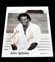 AUTOGRAPHED PHOTGRAPH OF JULIO IGLESIAS