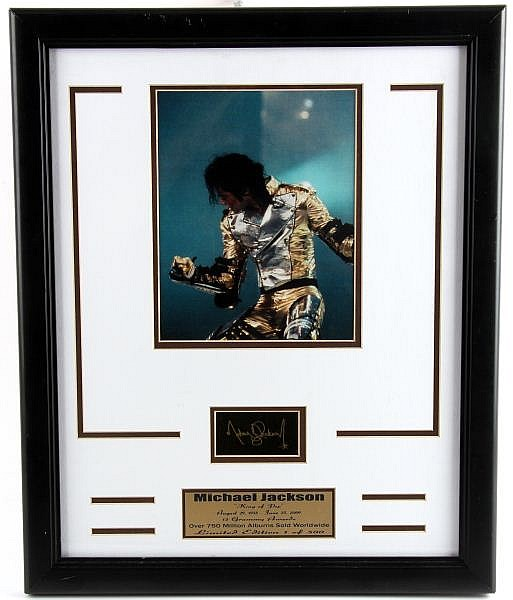 FRAMED MICHAEL JACKSON KING OF POP PLAQUE & PHOTO