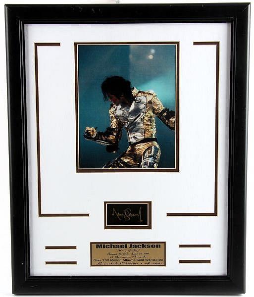 FRAMED MICHAEL JACKSON KING OF POP PLAQUE & PHOTO