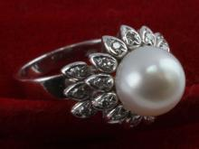 LADIES 18 KT WHITE GOLD RING 10MM PEARL .285 TCW