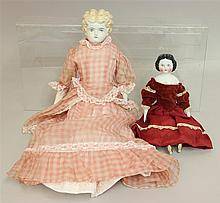 PAIR OF ANTIQUE CHINA SHOULDER HEAD DOLLS: 11 1/2