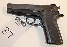 Smith & Wesson Model 910 semi-automatic pistol. Cal. 9 mm. 4