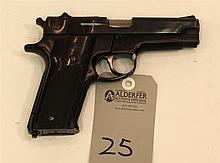 Smith & Wesson Model 59 semi-automatic pistol. Cal. 9 mm. 4