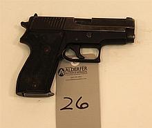 Sig Sauer P225 semi-automatic pistol. Cal. 9 mm. 4