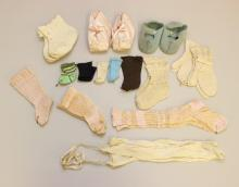 LOT OF ANTIQUE/VINTAGE BABY SHOES/BOOTIES AND MITTENS, DOLL SOCKS.