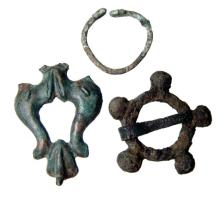 3 bronze items including an applique, a broach and a buckle