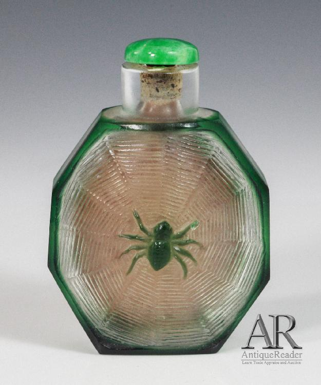 Chinese Glass Snuff Bottle Spider on the Center