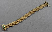 STAMPED 750 18K YELLOW GOLD BRAIDED MESH BRACELET WITH GREEN ENAMELED DECORATED CLASP, 7 1/4
