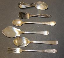 6 PIECES STERLING SILVER FLATWARE INCLUDING BABY SPOONS AND SERVING ITEMS, VARIOUS PATTERNS, 3.56 TROY OZ