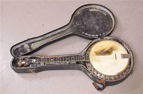 VEGA 4 STRING BANJO WITH CASE, 33