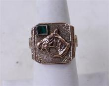 UNMARKED YELLOW GOLD HORSE MOTIF RING WITH SMALL EMERALD ACCENT, SIZE 9, 12.5 GRAMS