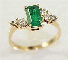 STAMPED 14K YELLOW GOLD EMERALD CUT EMERALD RING WITH DIAMOND ACCENTS, 7 3/4