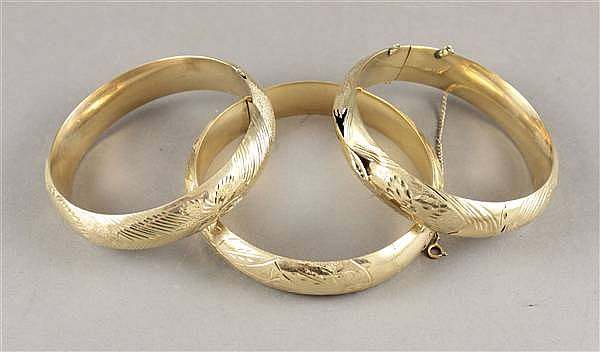 (3) 14K YELLOW GOLD HINGED BANGLES WITH DIAMOND CUT DESIGNS 1/2