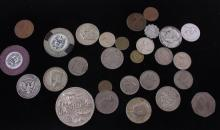 LOT INCLUDING 19 FOREIGN COINS, (6) 40% KENNEDY HALF DOLLARS, CASINO CHIPS, AND LAS VEGAS MEDALLION