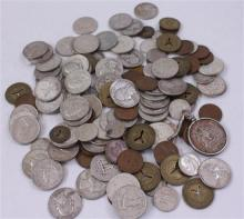 LOT INCLUDING FOREIGN COINS, TOKENS, 40% KENNEDY HALF DOLLAR IN BEZEL, 60 QUARTERS, 20 DIMES, AND 25 PENNIES