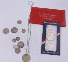 LOT INCLUDING FOREIGN COINS (ONE IN BEZEL ON CHAIN), U.S. BICENTENNIAL SILVER UNCIRCULATED SET, 1 SILVER HALF DOLLAR, 3 DIMES, AND 1...