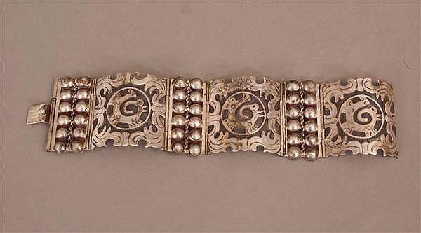 MEXICAN STERLING SILVER WIDE BRACELET WITH STYLIZED ANIMAL DESIGN