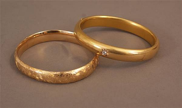(2) 14 K YELLOW GOLD HINGED BANGLE BRACELETS