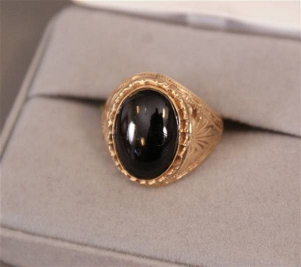 18 K YELLOW GOLD RING WITH ONYX CABOCHON