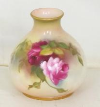Royal Worcester Hadleys Blush Ivory Roses Vase c.1918. Factory Marks to base. Height 3 inches.