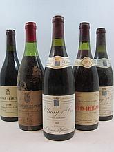 12 bouteilles  2 bts :  CHAMBOLLE MUSIGNY 1983 1er cru Les Amoureuses De Vogué (très abimées de 1 à 5 cm) 1 bt :  CORTON BRESSAN...