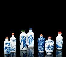 SEPT TABATIERES EN PORCELAINE BLEU BLANC, CHINE, FIN DE LA DYNASTIE QING (1644-1911)