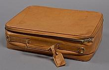 Louis VUITTON, commande spéciale, Valise Satellite en cuir de vache naturel, bandoulière, intérieur en suède beige. Haut.: 15,5 cm,...