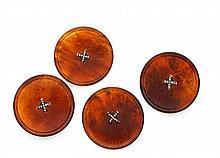 QUATRE BOUTONS en écaille, chacun agrafés d'un croisillon en or et argent, sertis de diamants taillés en rose. Diam. : 4,3 cm. Déb...