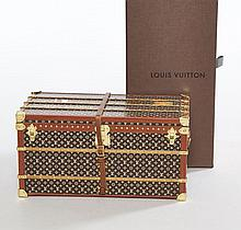 Louis VUITTON, Petite malle presse papier