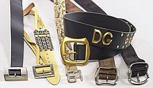 PRADA et DOLCE GABANNA, Sept ceintures : - la première en peau noire, à large surpiqûres noires. Long. Max. : 80 cm. Larg. : 5 cm....