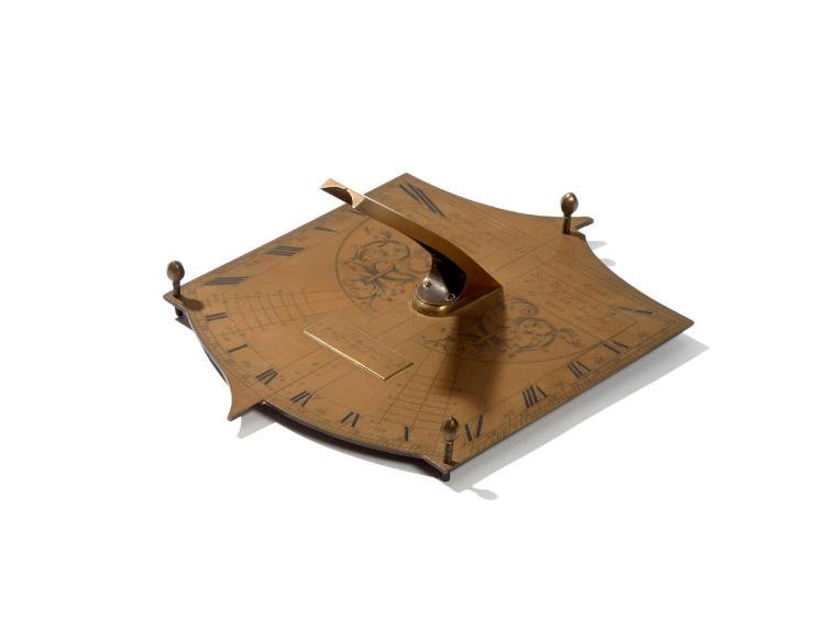 CADRAN SOLAIRE HORIZONTAL UNIVERSEL EN LAITON, VERS 1735 Signé 'Inventé par julien le Roy, Ancien Directeur de la Société des Arts,...