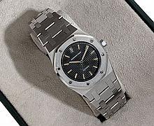 AUDEMARS PIGUET ROYAL OAK II, n° B5451, vers 1990 Montre bracelet de dame en acier. Boîtier tonneau. Lunette octogonale. Cadran...