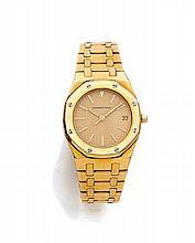 AUDEMARS PIGUET ROYAL OAK, n° 170, vers 1990 Montre bracelet en or jaune 18K (750). Boîtier tonneau, lunette octogonale en or. C...