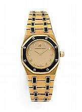 AUDEMARS PIGUET ROYAL OAK, n° 461, vers 1980 Montre bracelet en or jaune 18K (750). Boîtier tonneau. Lunette octogonale en or ja...
