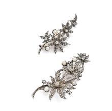 DEUX BROCHES En argent et or gris 18k (750), formées chacune d'un rameau mouvementé et fleuri serti de diamants taillés en rose ou...
