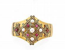 BRACELET RIGIDE OUVRANT En or jaune 18k (750), formé d'un large bandeau uni, dans sa partie supérieure, évasé, appliqué de croisil...