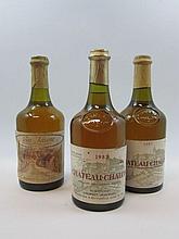 3 bouteilles 1 bt : VIN JAUNE 1989 Côtes du Jura. Courbouzon (étiquette sale et tachée, capsule fripée)