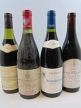 4 bouteilles 1 bt : CHAMBOLLE MUSIGNY 1969 1er cru Les Vignes du Château. Vieilles Vignes. Domaine Grivelet (étiquette abimée et tachée