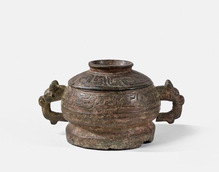 BRÛLE-PARFUM COUVERT EN BRONZE, CHINE, DYNASTIE ZHOU (1050-221 AV. J.C.)