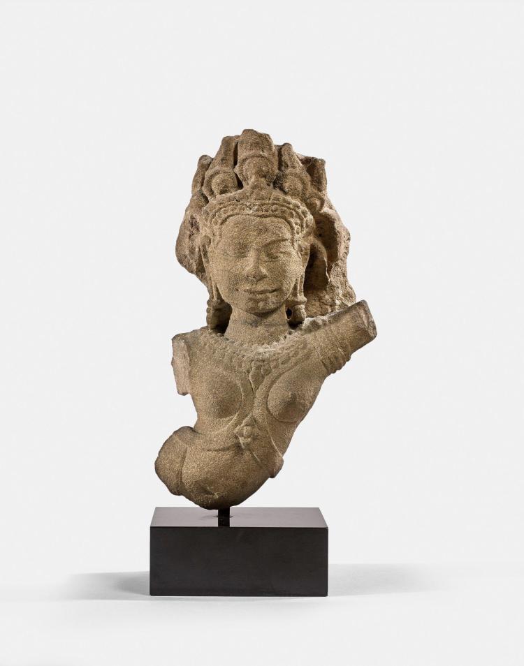 APSARA EN GRÈS, CAMBODGE, ART KHMER, STYLE DU BAYON, XIIIe SIÈCLE
