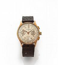 CHRONOGRAPHE SUISSE N° 4785, vers 1940 Chronographe bracelet en or 18K (750). Boîtier rond. Cadran crème avec 2 compteurs. Mouve...
